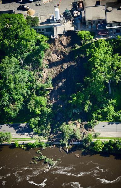 An aerial view of the mudslide on West River Parkway. (Pioneer Press: Ben Garvin)