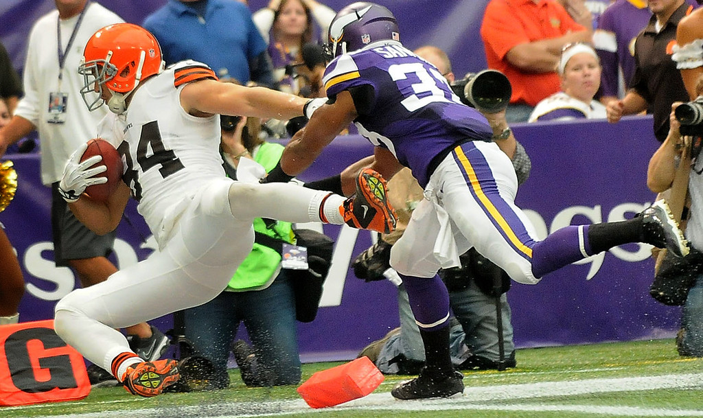 . Browns tight end Jordan Cameron falls into the end zone after his 11-yard touchdown reception, beating Vikings safety Jamarca Sanford, right, on the play during the second quarter.  (Pioneer Press: Sherri LaRose-Chiglo)