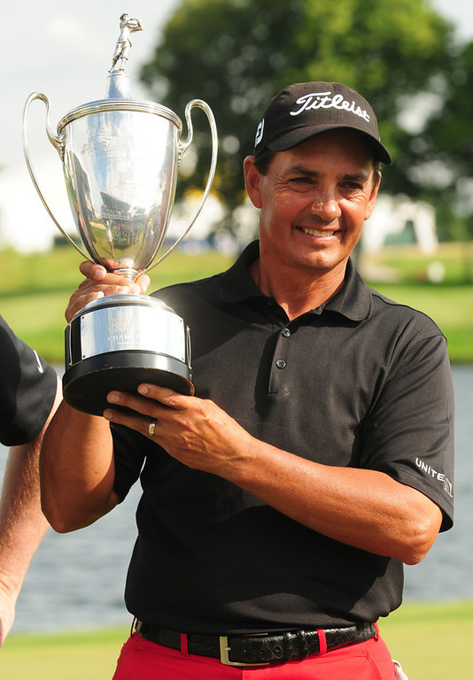 . Tom Pernice Jr. hoists the championship trophy after winning with a round of 68 on the final day of the 3M Championship3. (Pioneer Press: Scott Takushi)
