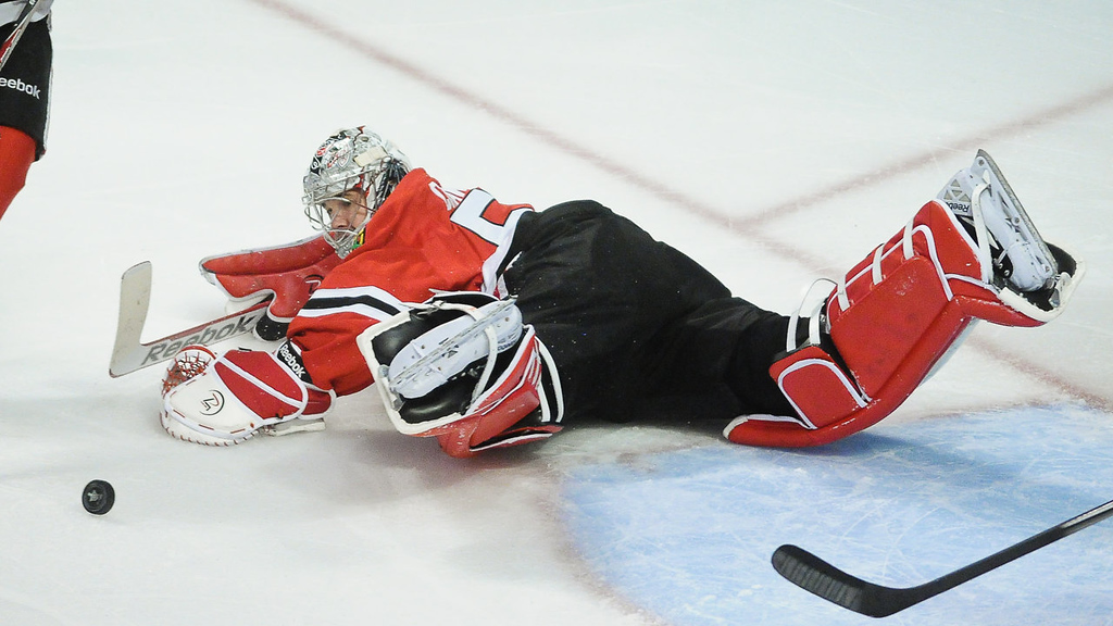 . Chicago goalie Corey Crawford makes a save in the first period. (Pioneer Press: Ben Garvin)