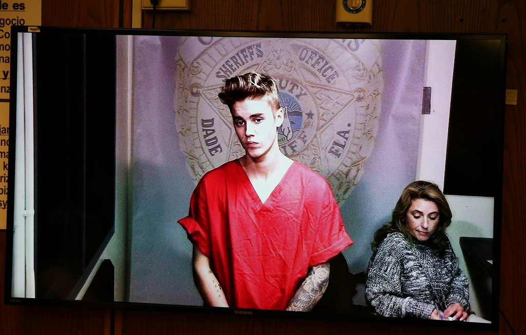". <p>4. (tie) JUSTIN BIEBER <p>All of the jail videos have leaked, except the ones where he leaked. (unranked) <p><b><a href=\'http://www.mirror.co.uk/3am/celebrity-news/justin-bieber-jail-video-released-3187155\' target=""_blank\""> HUH?</a></b> <p>    (AP Photo/The Miami Herald, Walter Michot, File)"