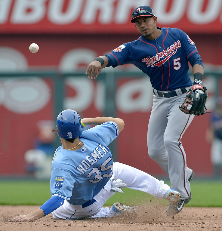 . Minnesota Twins shortstop Eduardo Escobar (5) forces out Kansas City Royals\' Eric Hosmer (35) at second before completing the double play to end the fifth inning. (John Sleezer/Kansas City Star/MCT)