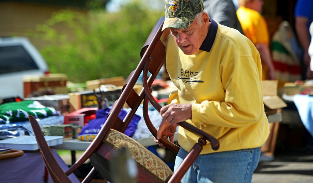 ". <p><b> Former Vikings coach Bud Grant hosted a three-day garage sale last week at his Bloomington home, and by far the most popular items were � </b> <p> A. Autographs from the coach <p> B. Hunting and fishing gear <p> C. Grant�s collection of Super Bowl concession speeches <p><b><a href=\' http://www.twincities.com/breakingnews/ci_25799362/bud-grants-garage-sale-promises-vikings-treasures-no\' target=""_blank\"">LINK</a></b> <p>    (Pioneer Press: John Autey)"