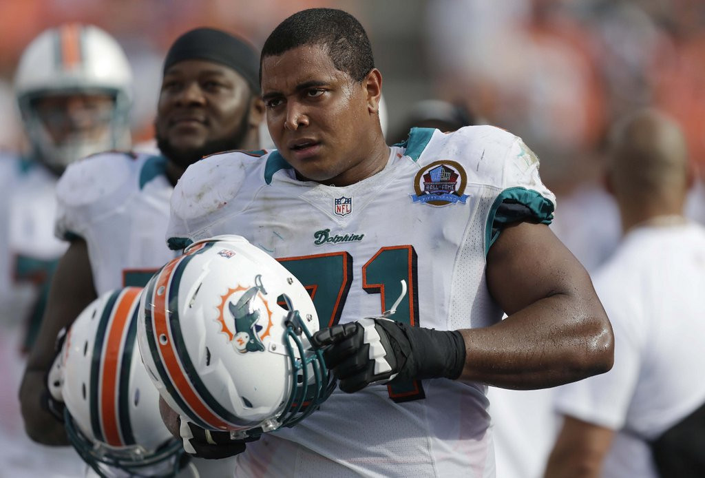 """. <p>4. (tie) JONATHAN MARTIN <p>Couldn�t block out the personal attacks ... or any defensive linemen, for that matter. (3) <p><b><a href=\'http://www.twincities.com/sports/ci_25026530/jonathan-martin-struggling-dolphin-comes-out-loser?source=rss\' target=\""""_blank\""""> HUH?</a></b> <p>    (AP Photo/Wilfredo Lee, File)"""