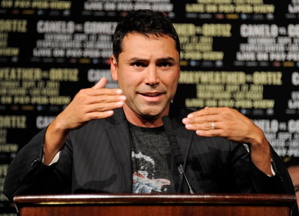 """. <p>9. OSCAR DE LA HOYA <p>Knocked out once by Manny Pacquiao, once by Bernard Hopkins and countless times by Captain Morgan. (unranked) <p><b><a href=\'http://espn.go.com/boxing/story/_/id/9658985/oscar-de-la-hoya-says-going-rehab-again\' target=\""""_blank\""""> HUH?</a></b> <p>    (Ethan Miller/Getty Images)"""