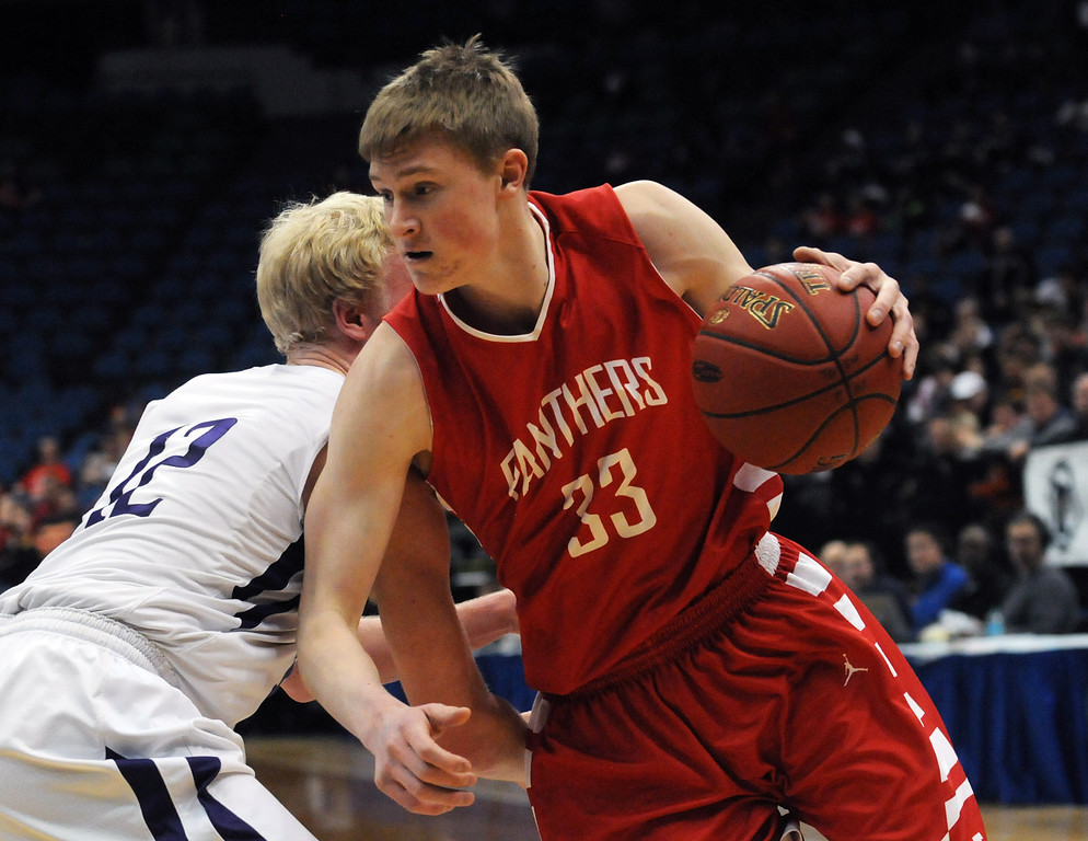 . Lakeville North\'s JP Macura gets around Buffalo\'s Sam Ortmann. (Pioneer Press: Scott Takushi)