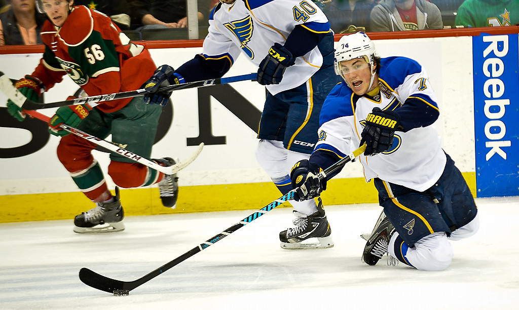 . St. Louis Blues right wing T.J. Oshie passes from his knees in the first period. (Pioneer Press: Ben Garvin)
