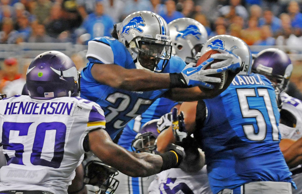 . Lions running back Joique Bell dives past Vikings outside linebacker Erin Henderson to score a touchdown in the second quarter. (Pioneer Press: Chris Polydoroff)