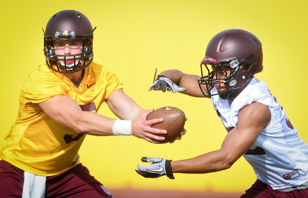 . Quarterback Chris Streveler hands off to running back Berkley Edwards.(Pioneer Press: Ben Garvin)
