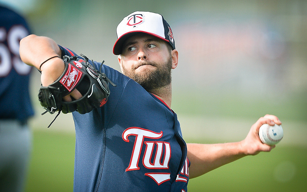 . Scott Diamond, a candidate for the fifth spot in the Twins\' starting rotation, throws during his bullpen session. (Pioneer Press: Ben Garvin)