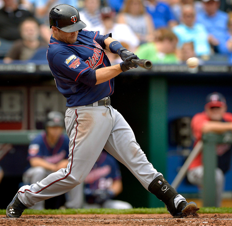 . The Minnesota Twins\' Brian Dozier (2) connects on a single in the fourth inning. (John Sleezer/Kansas City Star/MCT)