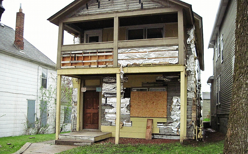 . This dilapidated home on Fourth Street has since been torn down. (Photo: Holly Wardlaw)