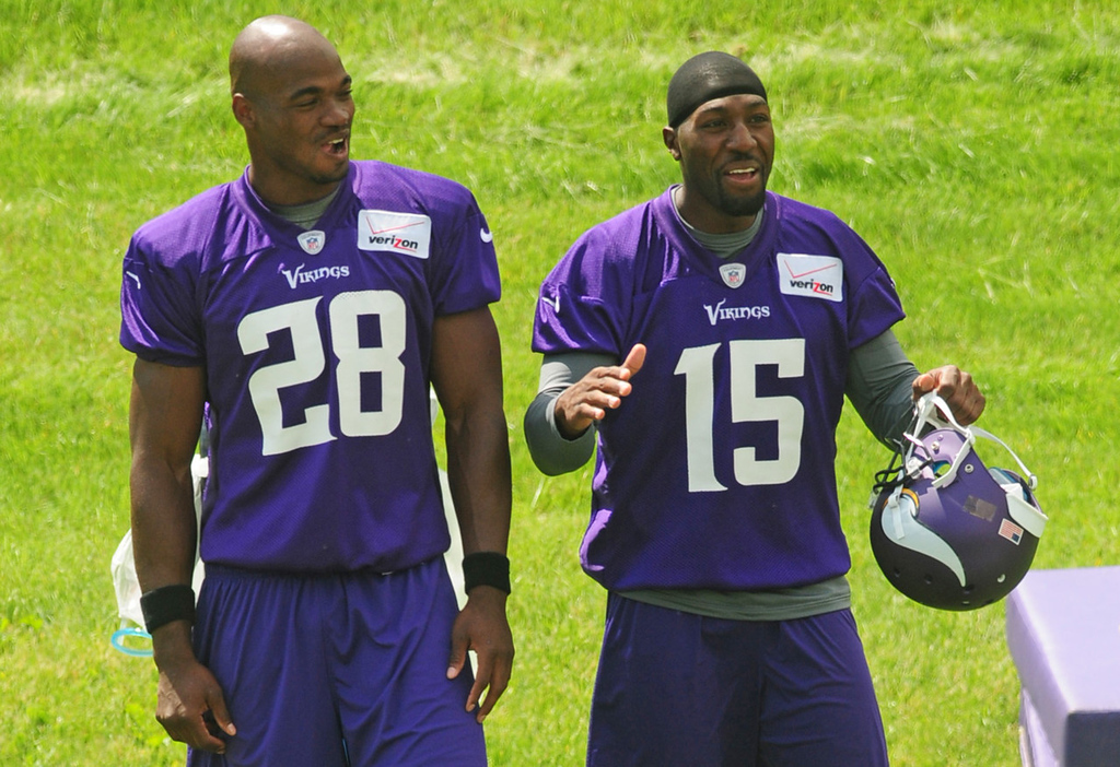 . Vikings running back Adrian Peterson, left, laughs as wide receiver Greg Jennings cracks wise during the team\'s minicamp at Winter Park in Eden Prairie on Tuesday, June 18, 2013. The mandatory three-day minicamp will be the Vikings\'  final tune-up before their Mankato training camp later this summer.  (Pioneer Press: Scott Takushi)