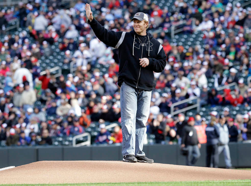. Former Minnesota Vikings and Baltimore Ravens NFL football Pro Bowl center Matt Birk acknowledges the crowd before throwing a ceremonial first pitch before the Minnesota Twins and Baltimore Orioles baseball game. (AP Photo/Jim Mone)