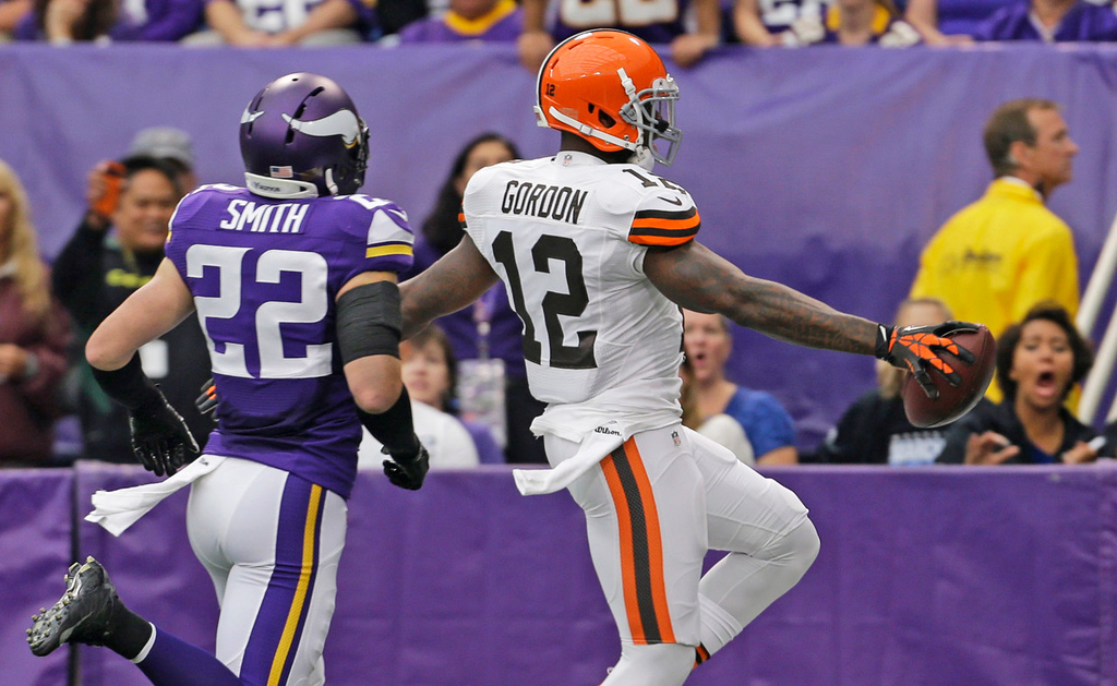. Browns wide receiver Josh Gordon, right, steps into the end zone ahead of Vikings free safety Harrison Smith while scoring on a 47-yard touchdown reception during the first quarter. (AP Photo/Ann Heisenfelt)
