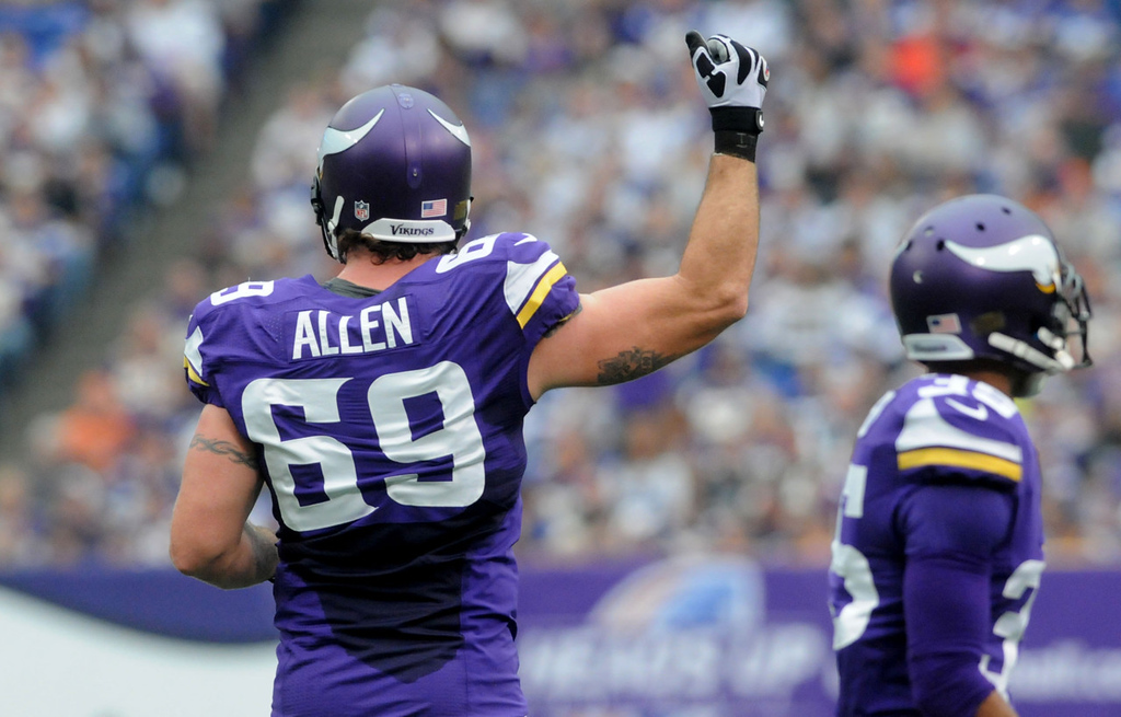 . Vikings defensive end Jared Allen tries to rouse the fans during the first quarter. (Pioneer Press: Sherri LaRose-Chiglo)
