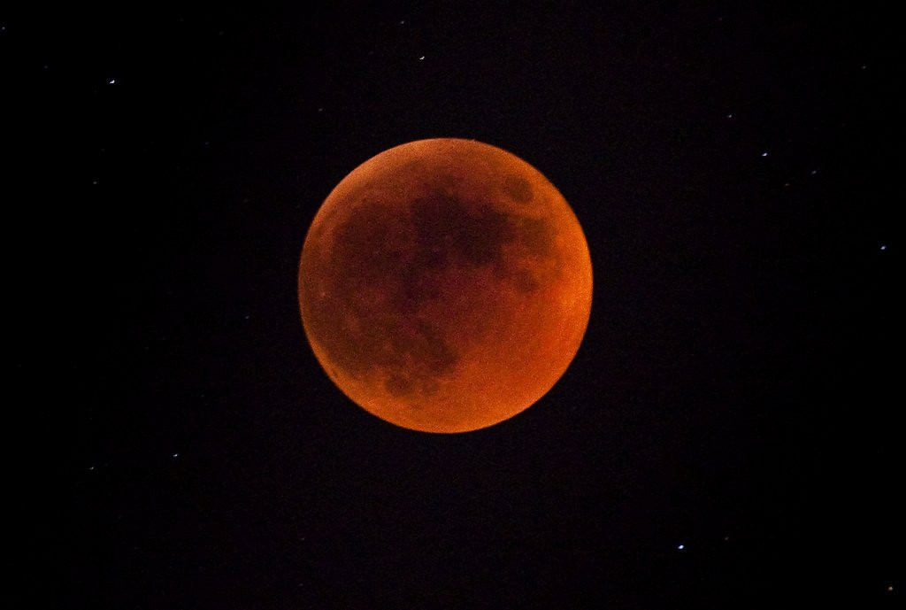 """. <p><b> This rare cosmic event this week led some to believe they were witnessing a sign of the coming Apocalypse � </b> <p> A. The arrival of the blood moon <p> B. The northern lights <p> C. The Twins reaching the .500 mark <p><b><a href=\'http://www.twincities.com/columnists/ci_25539790/mike-lynch-total-lunar-eclipse-should-be-totally\' target=\""""_blank\"""">HUH?</a></b> <p>    (Uriel Sinai/Getty Images)"""