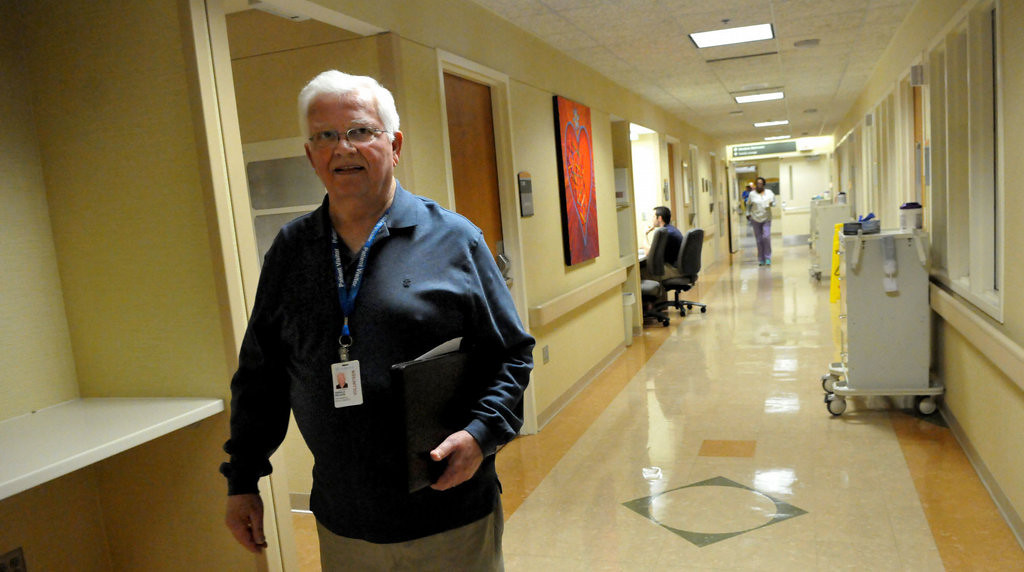 . Jerry Nelson walks the seventh-floor hallway to visit the next transplant patient.  (Pioneer Press: John Doman)