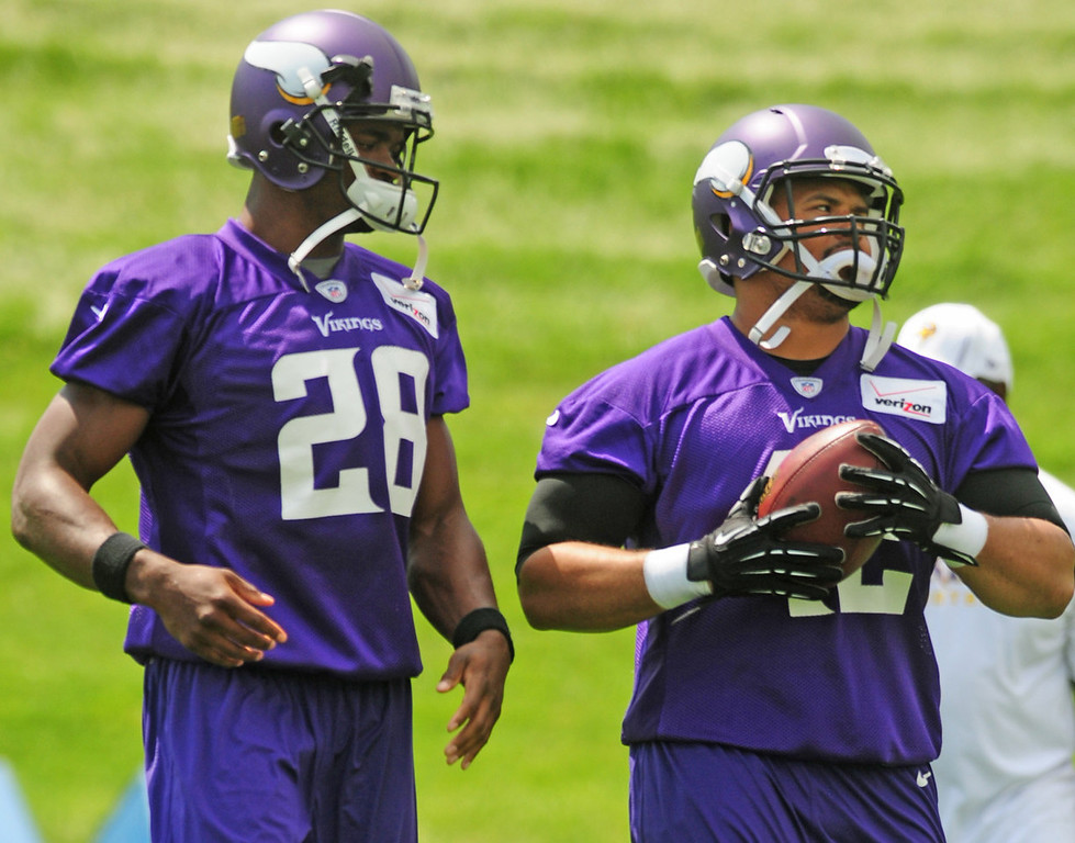 . Vikings fullback Jerome Felton, right, is eyeballed by teammate Adrian Peterson during the team\'s minicamp on Tuesday.  (Pioneer Press: Scott Takushi)