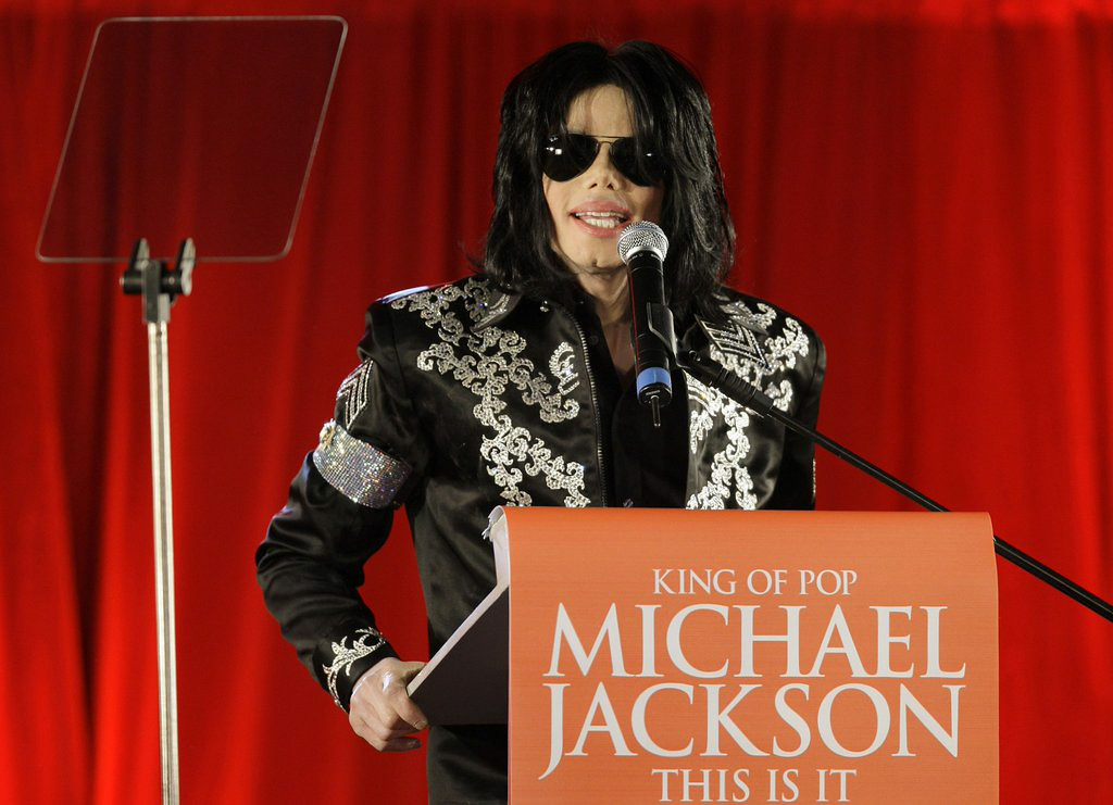 """. 4. MICHAEL JACKSON <p>His maids say his sheets were a mess. Really. Stop the presses! (unranked) </p><p><b><a href=\""""http://nypost.com/2014/08/10/michael-jacksons-ex-maids-reveal-madness-at-neverland/\"""" target=\""""_blank\""""> LINK </a></b> </p><p>    (AP Photo/Joel Ryan)</p>"""