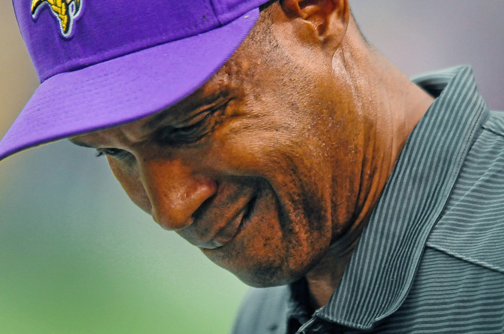 . Vikings head coach Leslie Frazier winces on the sidelines late in the fourth quarter of Minnesota\'s 31-27 loss to the Browns.  (Pioneer Press: Ben Garvin)