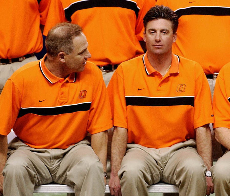 """. <p>7. OKLAHOMA STATE COWBOYS <p>Made sure every recruiting visit had a happy ending. Allegedly. (2) <p><b><a href=\'http://www.twincities.com/sports/ci_24059955/sports-illustrated-oklahoma-state-football-players-took-cash\' target=\""""_blank\""""> HUH?</a></b> <p>    (AP Photo/The Tulsa World,  Kelly Kerr, File)"""