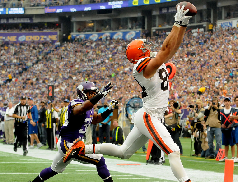 . Browns tight end Jordan Cameron makes a catch over the arms of Vikings strong safety Jamarca Sanford for an 11-yard touchdown during the second quarter after Cleveland ran a fake field goal play. (Pioneer Press: Sherri LaRose-Chiglo)
