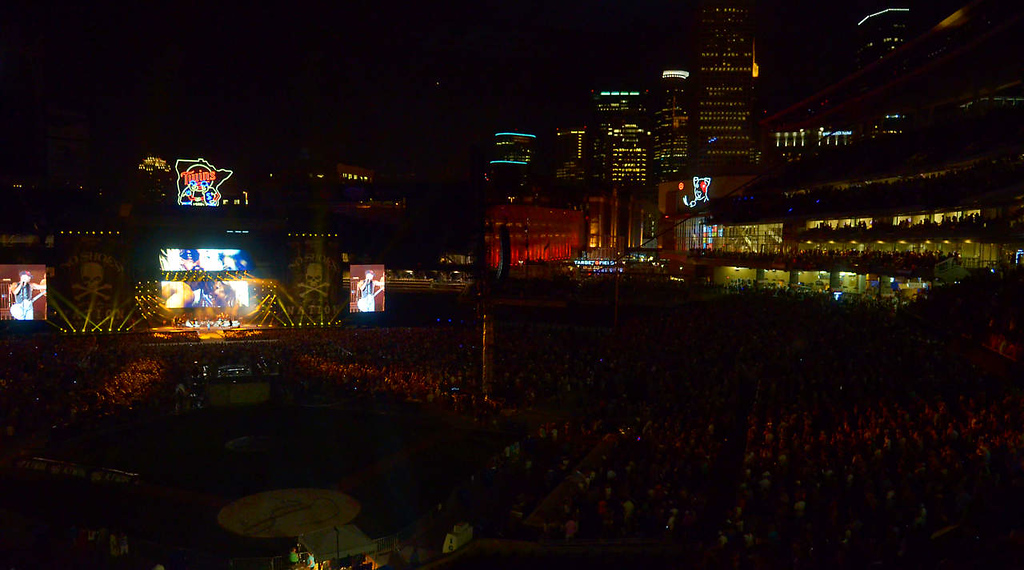 . Kenney Chesney plays to a packed Target Field with downtown Minneapolis in the background. (Pioneer Press: John Autey)