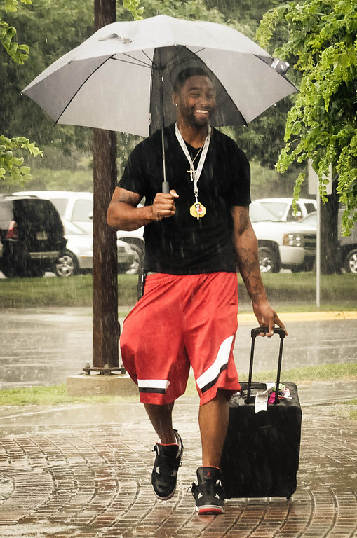. Minnesota\'s newly-minted wide receiver Joe Webb arrives for training camp in the rain.   (Pioneer Press: Ben Garvin)