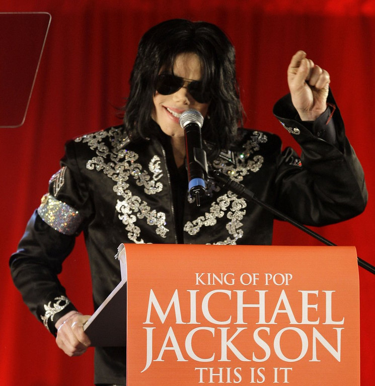 """. <p>10. (tie) MICHAEL JACKSON  <p>Used propofol to sleep for about 15 years? Guess that IS it. (unranked) <p><b><a href=\'http://www.latimes.com/local/lanow/la-me-ln-debbie-rowe-michael-jackson-propofol-20130815,0,6454650.story\' target=\""""_blank\""""> HUH?</a></b> <p>    (AP Photo/Joel Ryan, file)"""