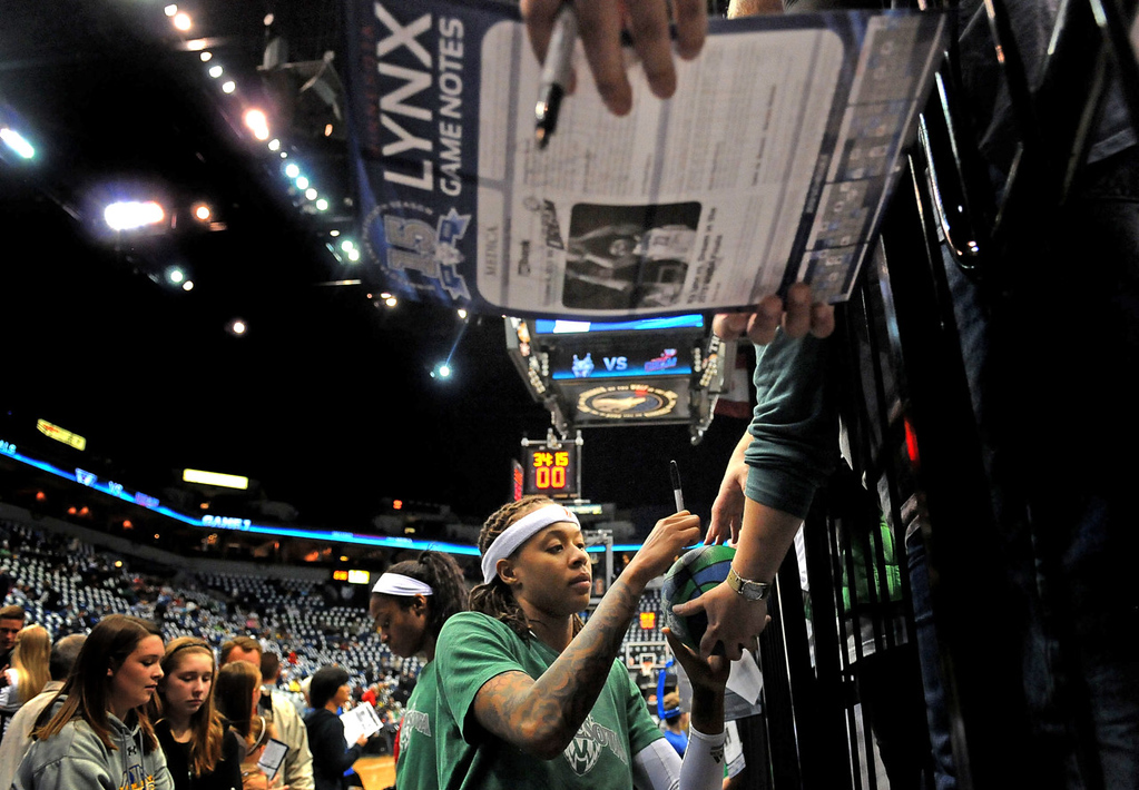 . Minnesota \'s Seimone Augustus signs autographs for fans before the game. (Pioneer Press: Sherri LaRose-Chiglo)