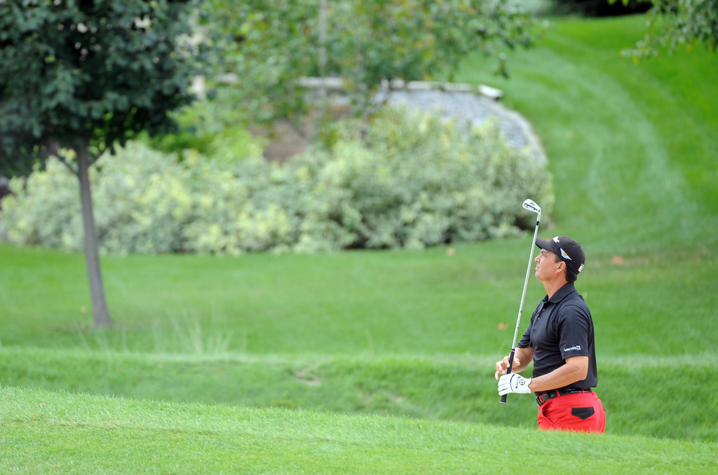 . Tom Pernice Jr. watches his shot from a bunker on the third hole during the final round of the 3M Championship. (AP Photo/Craig Lassig)