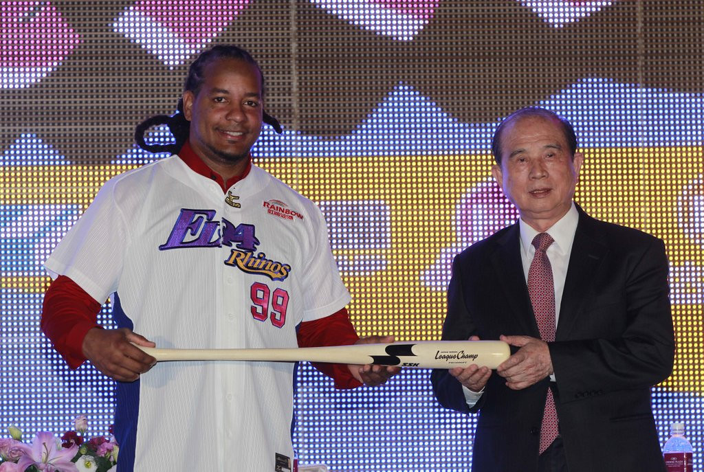 """. <p>5. MANNY RAMIREZ <p>All-time cheat now admitting �mistakes,� starting with his conception. (unranked) <p><b><a href=\' http://msn.foxsports.com/mlb/story/manny-ramirez-acknowledging-mistakes-chases-one-last-chance-031214\' target=\""""_blank\""""> HUH?</a></b> <p>    (AP Photo/Wally Santana)"""