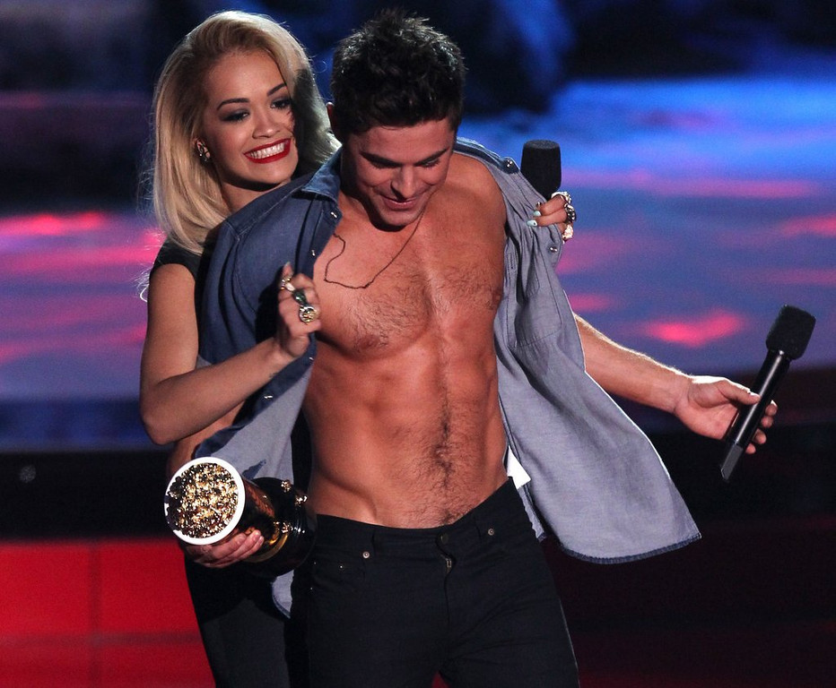 """. <p>7. (tie) MTV MOVIE AWARDS <p>An abs-solute waste of an evening, even by awards show standards. (unranked) <p><b><a href=\'http://www.twincities.com/music/ci_25562219/winners-at-22nd-annual-mtv-movie-awards?source=rss\' target=\""""_blank\""""> HUH?</a></b> <p>    (Matt Sayles/Invision/AP)"""