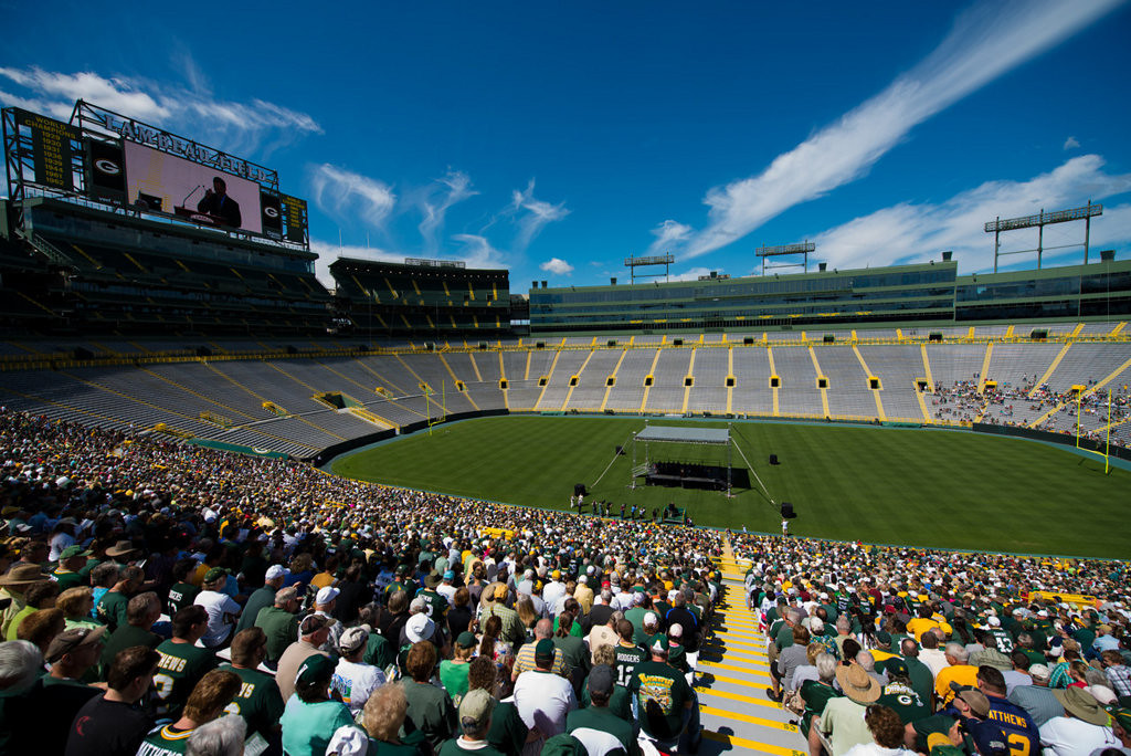 . Green Bay Packers shareholders listen to Packers President Mark Murphy. (AP Photo/The Green Bay Press-Gazette, Lukas Keapproth)