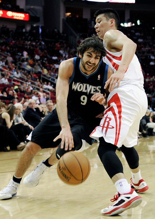 . Minnesota Timberwolves\' Ricky Rubio (9), of Spain, tries to drive the ball past Houston Rockets\' Jeremy Lin, right, in the first half of an NBA basketball game Friday, March 15, 2013, in Houston. (AP Photo/Pat Sullivan)