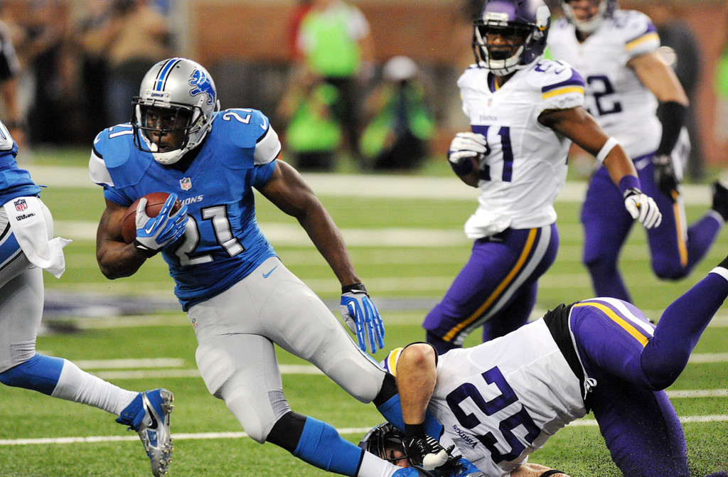 . Lions running back Reggie Bush is tackled by Vikings outside linebacker Chad Greenway after a gain in the first quarter.  (Pioneer Press: Chris Polydoroff)