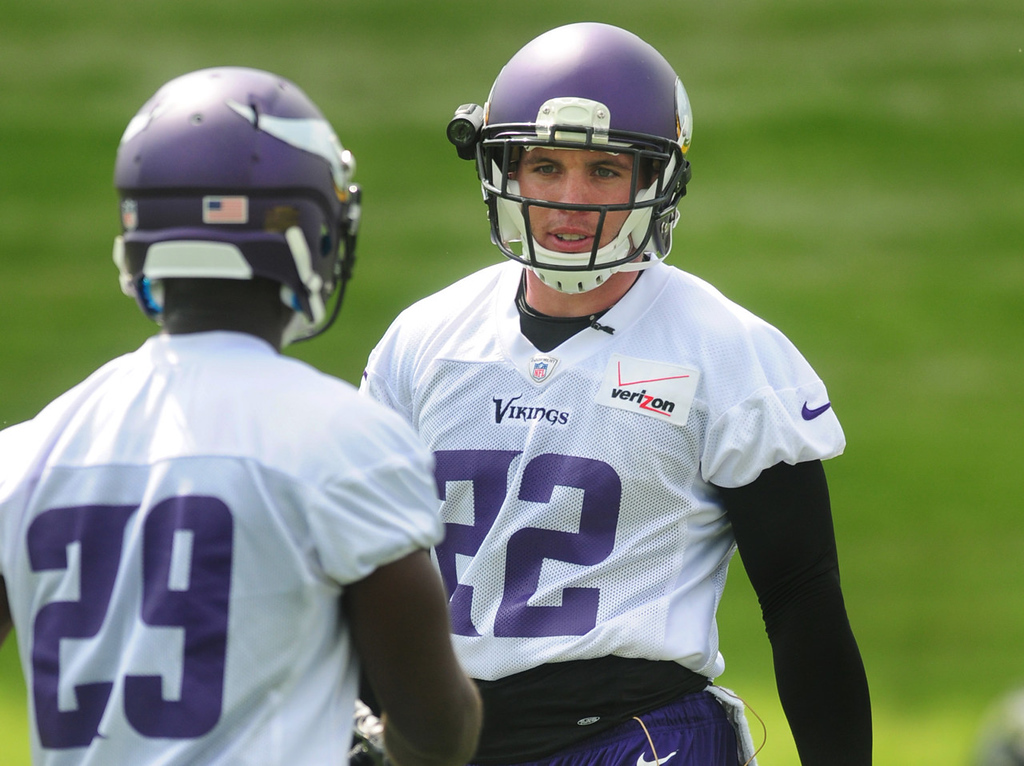 . Vikings safety Harrison Smith, right, has a quick word with rookie cornerback Xavier Rhodes during the team\'s minicamp on Tuesday.  (Pioneer Press: Scott Takushi)