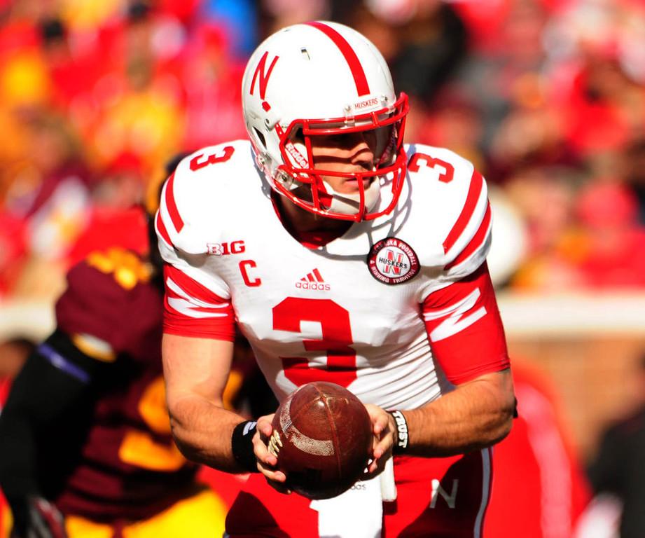 . Nebraska quarterback Taylor Martinez hands off during the first quarter. (Pioneer Press: Scott Takushi)