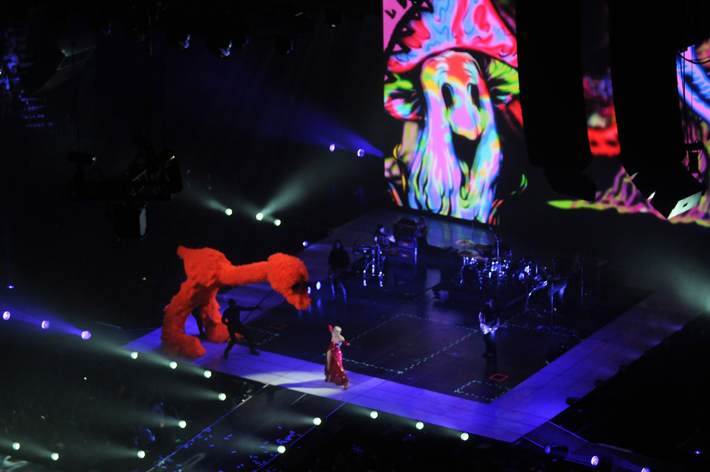 . An overview of the stage as Miley Cyrus performs.  (Pioneer Press: Scott Takushi)