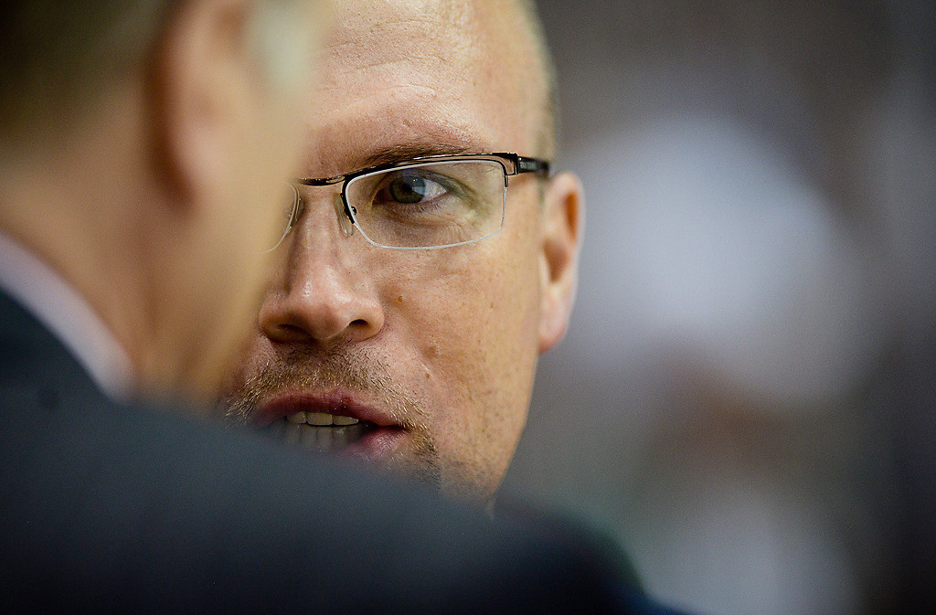 . Minnesota Wild head coach Mike Yeo talks on the bench as the Minnesota Wild play the St. Louis Blues. (Pioneer Press: Ben Garvin)