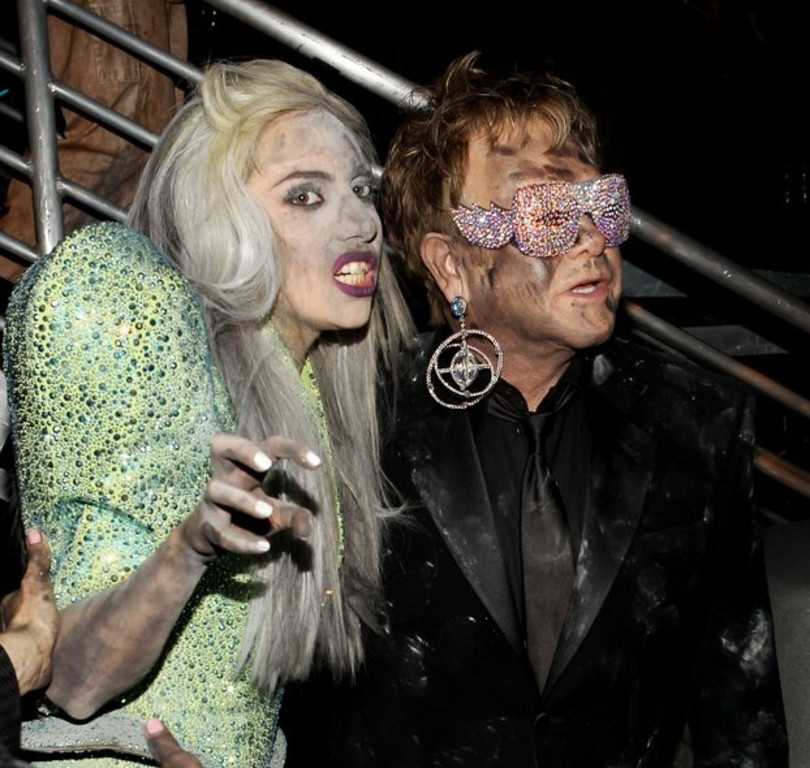 """. <p><b> Rock legend Elton John issued a warning last week that this person is in a �dangerous place� � </b> <p> A. Lady Gaga  <p> B. Miley Cyrus  <p> C. The dude cleaning his hot tub  <p><b><a href=\'http://www.onenewspage.com/n/US/74w12r29m/Elton-John-Warns-Lady-Gaga-is-in-Dangerous.htm\' target=\""""_blank\"""">HUH?</a></b> <p>   (Christopher Polk/Getty Images)"""