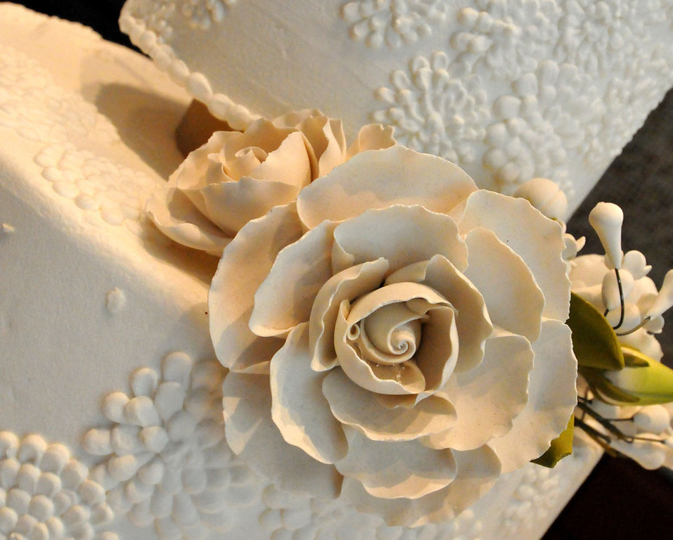 . A rosette decoration gilded one of the General Mills wedding cakes. (Pioneer Press: John Doman)