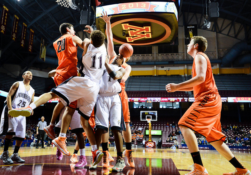 . Players try to rebound a loose ball in the second half. (Pioneer Press: Ben Garvin)
