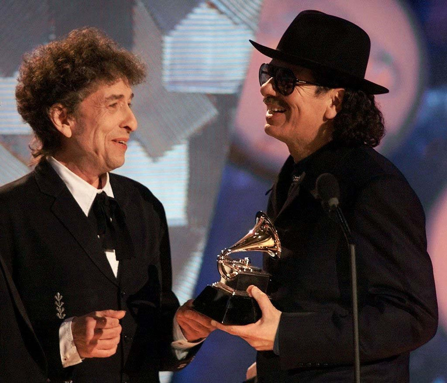. 2000: Bob Dylan, left, presents Carlos Santana with his record eigth Grammy for album of the year for Supernatural during the 42nd Grammy Awards in Los Angeles, Wednesday, Feb. 23, 2000. (AP Photo/Kevork Djansezian)