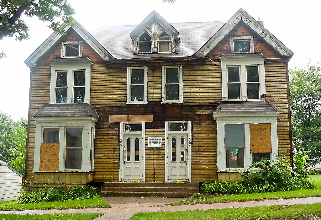 . The duplex at 685/687 East Fourth before its reconstruction. (Photo courtesy Holly Wardlaw)