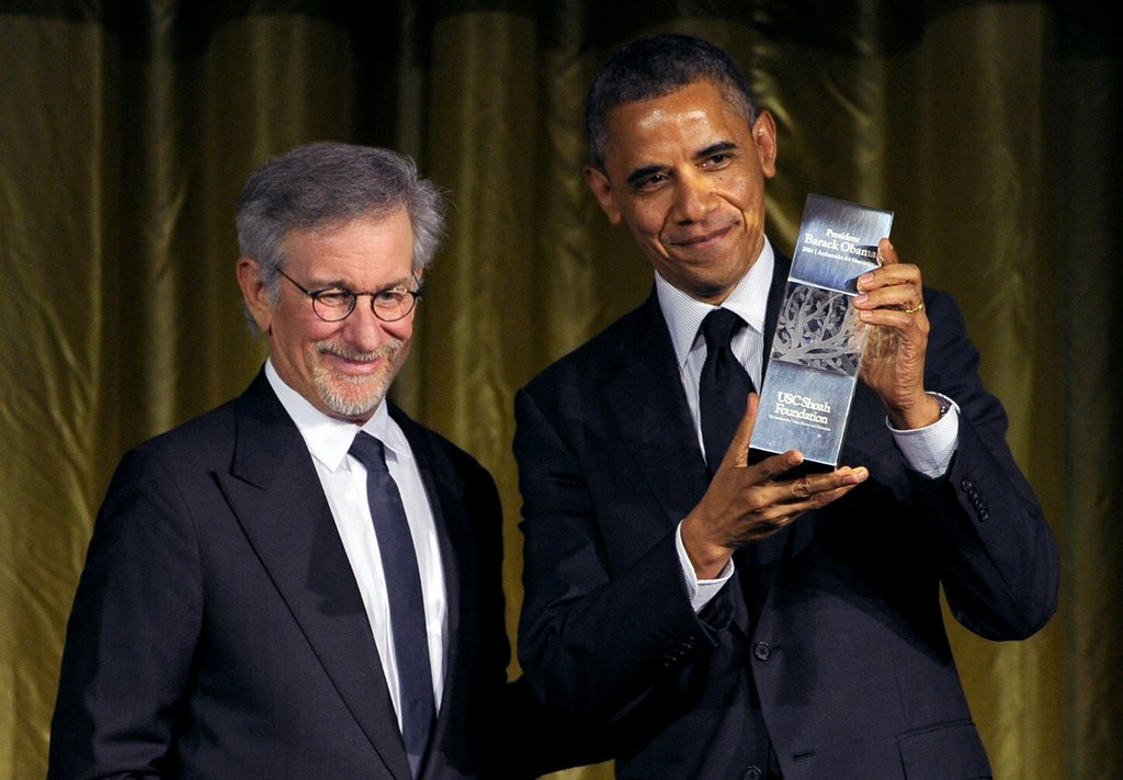 """. <p><b> President Obama was back out in Hollywood last week, and the leader of the free world spent most of his time in Tinseltown � </b> <p> A. Receiving an award from Steven Spielberg  <p> B. Talking politics with Barbra Streisand <p> C. Hiding from Kim Kardashian <p><b><a href=\'http://www.mercurynews.com/entertainment/ci_25731269/did-president-obama-reject-kim-kardashian\' target=\""""_blank\"""">LINK</a></b> <p>    (Kevin Winter/Getty Images for USC Shoah Foundation)"""