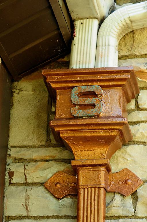 """. An \""""S\"""" decorates a down spout of the home which Harold Stassen owned when he was Governor of Minnesota."""
