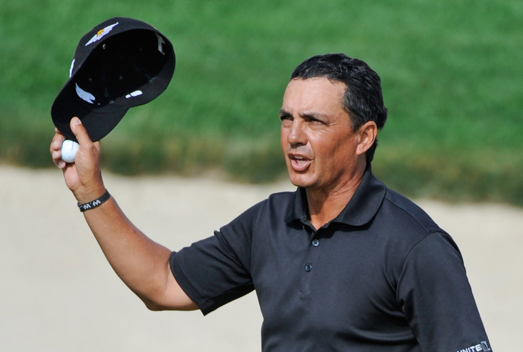. Tom Pernice Jr. tips his cap on the 18th green after winning the 3M Championship golf tournament. (AP Photo/Craig Lassig)