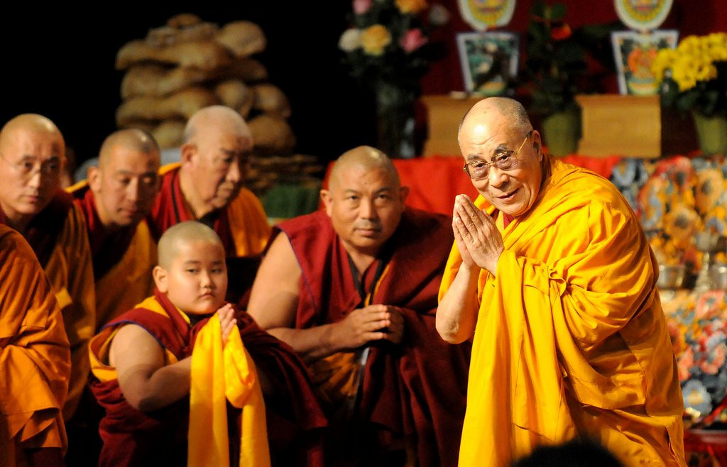 """. <p>10. (tie) DALAI LAMA <p>Airlines let him mooch free flights because, on their deathbed, they will receive total consciousness. (previous ranking: unranked) <p><b><a href=\'http://www.tmz.com/2014/03/04/dalai-lama-free-private-jet-minneapolis/\' target=\""""_blank\""""> HUH?</a></b> <p>    (Pioneer Press: Sherri LaRose-Chiglo)"""